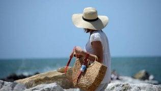 Stare al sole senza invecchiare la pelle