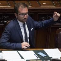 """Legittima difesa, M5S frena. Conte: """"Governo non incita all'uso delle armi"""". Bonafede:..."""