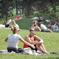 Meteo, Italia divisa in due nel weekend: caldo torrido al Centro-Sud, temporali al Nord