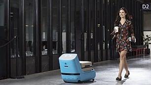 In aeroporto con il robot
