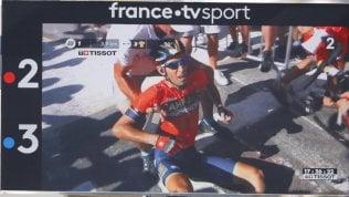 Nibali, addio Tour: cade per colpa di una moto, confermata frattura di una vertebra video