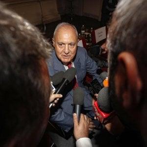 Il ministro Savona indagato per usura bancaria