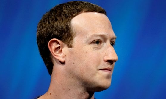 Quasi un italiano su due su Facebook, la fibra spinge la banda larga