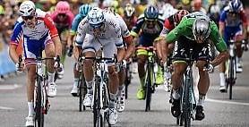 Tour, tripletta di Sagan Thomas resta in giallo