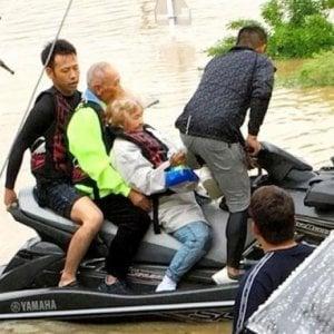 Alluvioni in Giappone: un giovane salva 120 persone con una moto d'acqua