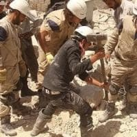 """Ottocento """"caschi bianchi"""" in pericolo di vita in Siria, Israele li scorta nella fuga"""