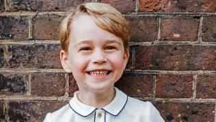 Tanti auguri principino Georgeda 5 anni ruba la scena ai genitori