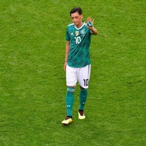 """Germania, Özil dice basta con la Nazionale: """"Razzismo e mancanza di rispetto"""""""