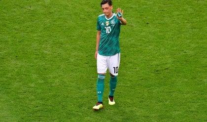 """Özil dice basta con la Nazionale  """"Razzismo e mancanza di rispetto"""""""