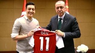 """Özil dice basta con la Nazionale tedesca: """"Contro di me soltanto razzismo e mancanza di rispetto"""""""