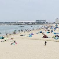 """Giappone, tutti al mare a Fukushima, riaperte tre spiagge nei pressi della centrale nucleare. """"L'acqua non è radioattiva"""""""