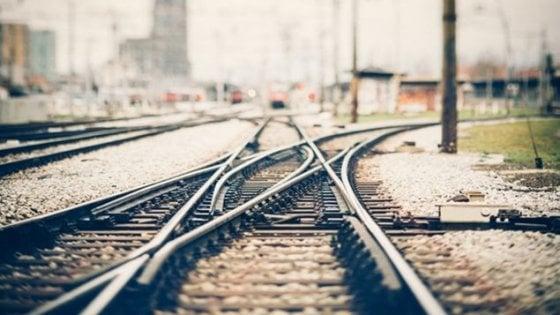 """Offende ragazzo disabile sul treno ma poi chiede scusa: """"Sono un imbecille"""". E la storia su Fb diventa virale"""