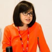 Jess Wade paladina delle scienziate: sue 270 pagine di Wikipedia in un anno sulle donne...