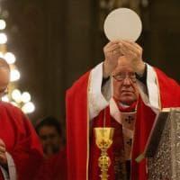 Abusi sessuali, protesta interrompe la messa del cardinale di Santiago del Cile