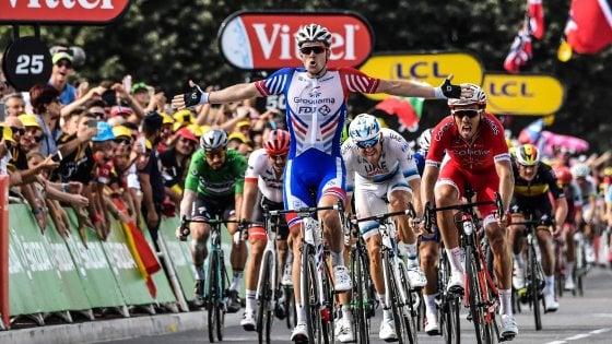 Tour de France, si sblocca Démare: sprint vincente a Pau. Thomas in giallo senza problemi