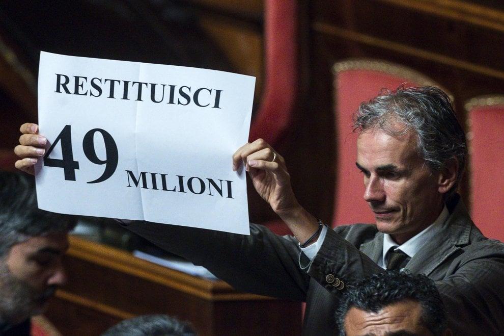 """Senato: Salvini contestato in Aula da Pd: """"Banda bassotti"""". """"Restituisci 49 milioni"""""""