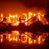 Emergenza incendi in California, evacuati a decine di migliaia. Chiuso il parco di Yosemite