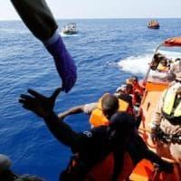 """Migranti e salvataggi in mare, """"Tutta colpa delle ONG"""": come e perché"""