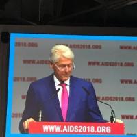 Bill Clinton contro l'Aids, ma le sex workers lo attaccano
