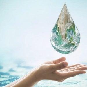 Acqua, frutta e succhi fatti in casa, ecco come idratarsi quando fa tanto caldo