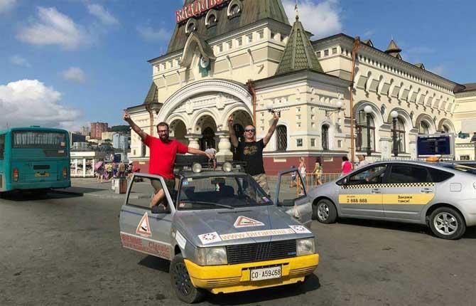 Al via da Pavia la terza tappa del giro del mondo su una Uno del 1987