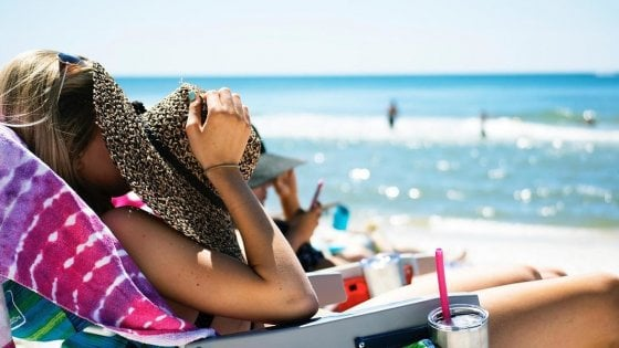 Tintarella, acqua, cibo e giochi: un vademecum per l'estate sicura