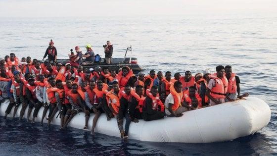 """Nave italiana soccorre e riporta in Libia 108 migranti. Salvini: """"Nostra Guardia costiera non coinvolta"""""""