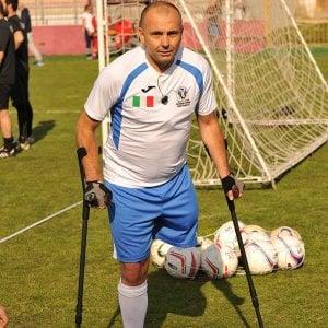 """Zavatti, primo allenatore amputato d'Italia: """"Sogno di aprire una scuola calcio per ragazzi in difficoltà"""""""