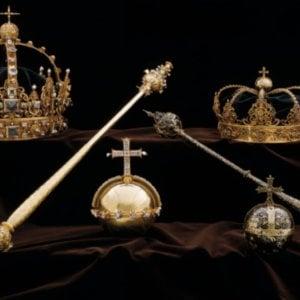 Rubati i gioielli della corona svedese. Spettacolare fuga dei ladri in motoscafo