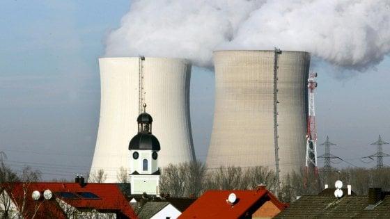 """Germania, il caldo africano costringe a """"rallentare"""" le centrali nucleari: """"Rischi per la sicurezza"""""""