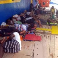 Migranti, la nave Sarost 5 attracca in Tunisia: finita dopo 22 giorni l'odissea