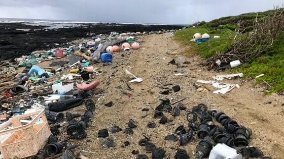 """La plastica nell'ambiente produce gas serra. """"Aumenta il riscaldamento globale"""""""