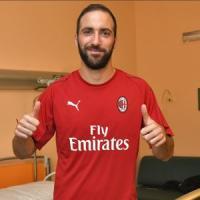 Milan, ufficiale il doppio colpo: arrivano Higuain e Caldara
