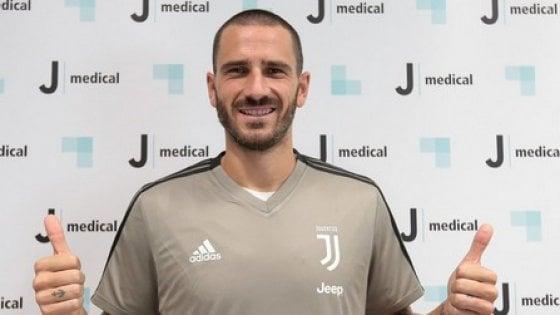 """Juventus, Bonucci: ''Questa è casa mia"""". Ma i tifosi lo fischiano"""