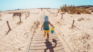 Bambini in vacanza, come far divertire anche i più timidi