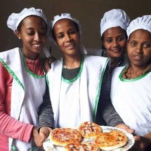 """Etiopia, le Lady Chef che aiutano le donne a """"sfornare"""" un nuovo futuro"""