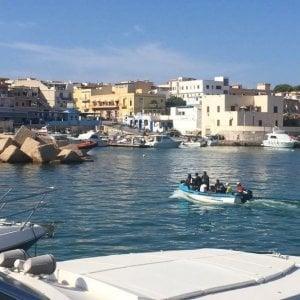 """Migranti, i tunisini riscoprono Lampedusa. Tredici sbarchi in 48 ore, Salvini: """" Verranno rimandati a casa"""""""