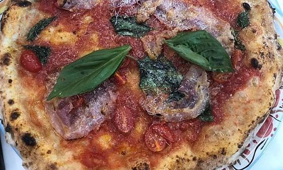 """Pizzerie ancora nel mirino, stavolta tocca a Ciro Pellone: """"Rapina a mano armata. Tanta Rabbia"""""""