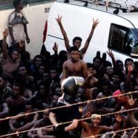 Migranti: parte l'offensiva degli amministratori locali contro la deriva