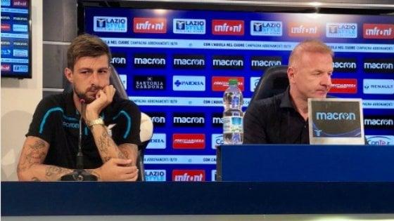 """La Lazio ne presenta sette in un colpo solo. Ma Tare è deluso dai tifosi: """"Mi aspettavo più abbonamenti"""""""