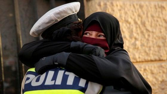 Prima donna multata in Danimarca per aver indossato il velo: denunciata da una passante