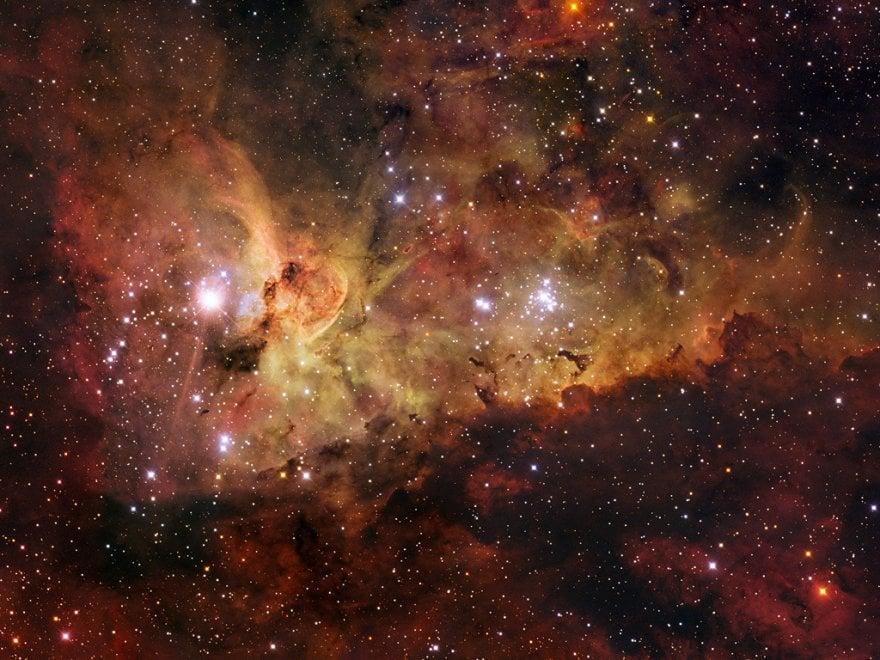Luci sul passato della super stella Eta Carinae