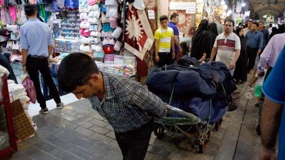 """Iran, tornano da domani le sanzioni degli Usa. Teheran: """"Guerra psicologica"""""""