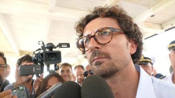"""Governo, scontro sulla Tav. Toninelli: """"Il contratto dice che va ridiscussa integralmente"""". E vuole referendum sulle grandi opere"""