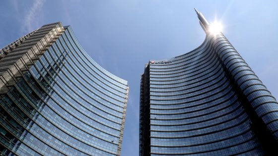 Unicredit chiude con Facebook