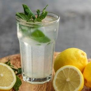 Caldo record, cosa bere per dissetarsi in modo salutare