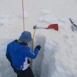 I guardiani del ghiaccio che monitorano lo scioglimento della neve