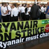 """""""Ryanair deve cambiare"""": le immagini della protesta, almeno 400 voli a terra"""