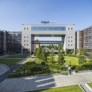 Il gruppo Unipol torna in utile nel semestre, bene in Borsa