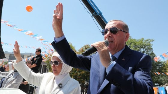 """Turchia, Trump raddoppia  i dazi. Erdogan in trincea: """"Ma noi abbiamo il nostro dio"""""""